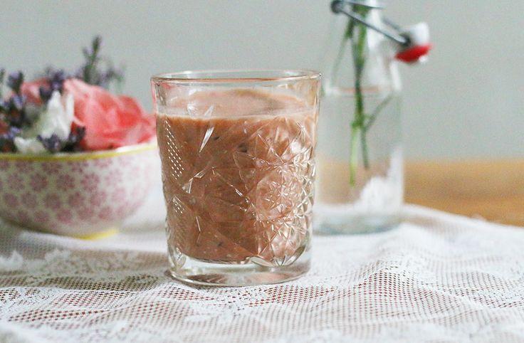 Recept voor rabarber-sinaasappelsmoothie http://www.allihoppa.nl/eten/rabarber-sinaasappel-smoothie-recept/