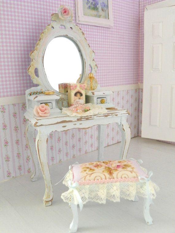 specchiera con sgabello,mobile da toeletta  in miniatura per casa di bambole in stile shabby chic, scala1/12
