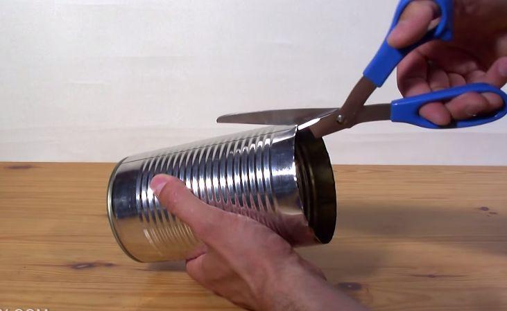 Neste vídeo vais aprender em apenas alguns passos, como podes transformar uma lata em algo que te vai ser muito útil de certeza!