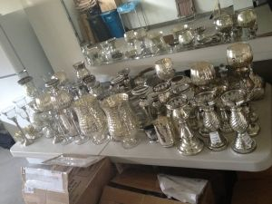 This site is awesome! Brides can sell the stuff they bought for their weddings - and I found cheap centerpieces and lnterns