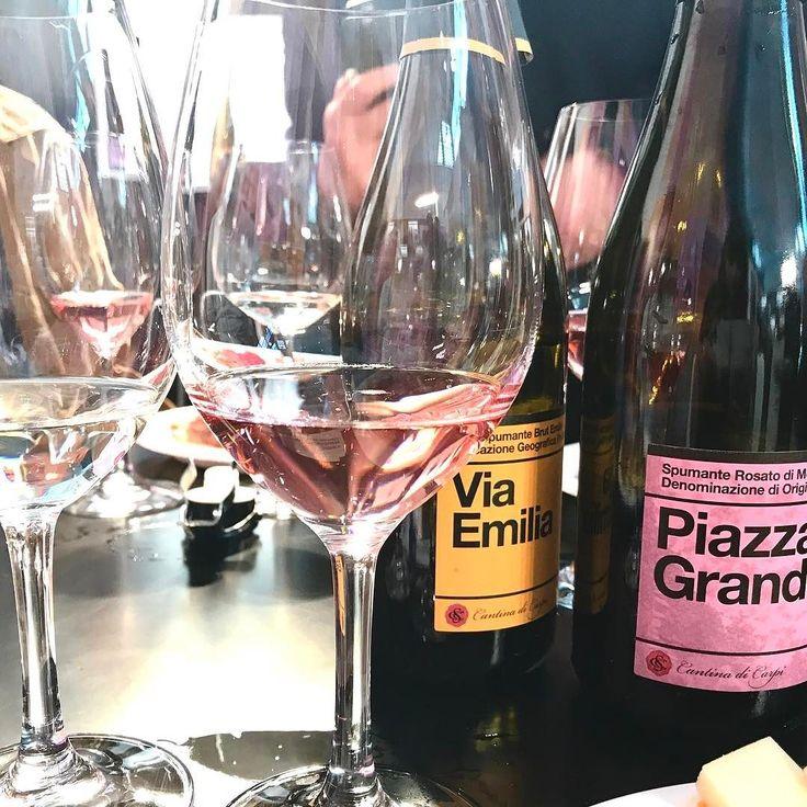 Iniziamo questo #vinitaly dalla mia Emilia Romagna . . . . #wine #winelover #wine #winetasting #winelovers #winestagram #wineanddine #wineglass #winetour #winetime #wineoclock #dinner #dinnertime #lastnight #champagnebrunch #ferrara #foodism #foodstagram #foodblogger #foodandwine #foodiegram #fooddiary #vino #bollicine #champagne #champagnepapi #champagnebar