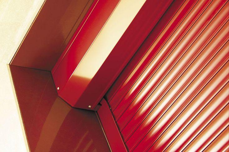 В современных помещениях очень важно качественно, но в тоже время красиво обеспечить защитой дверные и оконные проемы, гаражи и прочие входы в дом. На смену нефункциональных и неэстетичных решеток, сегодня пришли эффективные и практичные роллеты. И сегодня мы расскажем, что это такое и как применяется.  На сегодняшний день роллеты являются самым простым, практичным и, что важно, надежным способом защиты оконных и дверных проемов от проникновения снаружи. Противовзломная фурнитура и…