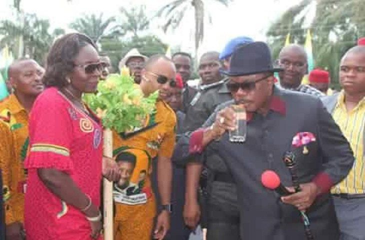 Gov. Obiano moves to arrest alcohol sellers in the motor park     By Okechukwu Onuegbu  The Federal Road Safety Corps (FRSC) Anambra State Command has flagged off sensitization campaign on safety during the festive season with its themeRight To Life On Highway Is Not Negotiable.  The safety awareness campaign which was flagged-off by Governor Willie Obiano of Anambra Statewith the Corps Marshal FRSC Dr. Boboye Oyeyemi at Onitsha in Chisco Motor witnessed stakeholders and all the service…