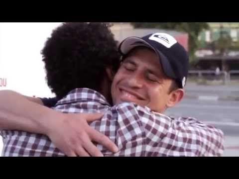 Impresionante video: Este afiche es VIH positivo. Las personas que lo leen quedan contagiadas - YouTube