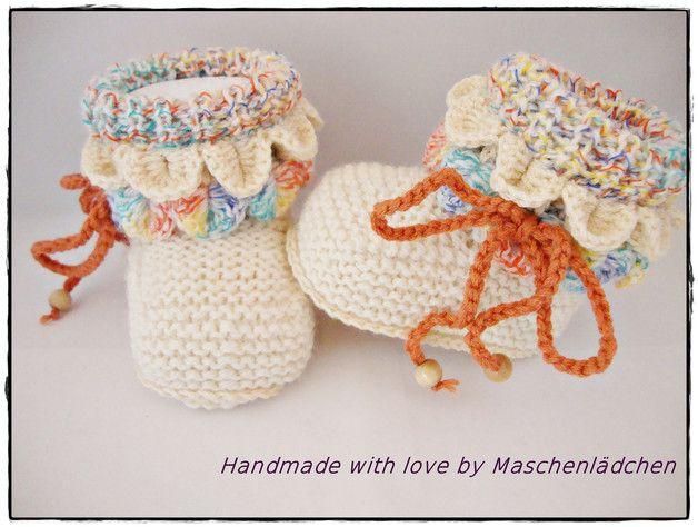 Garantiert mit viel Liebe von Hand gestrickte und gehäkelte Babyschuhe in Creme, Goldbraun und Bunt.   Extra angefertigt habe ich diese Schühchen für die Farbaktion MärzErwachen im März 2016. Für...                                                                                                                                                                                 Mehr