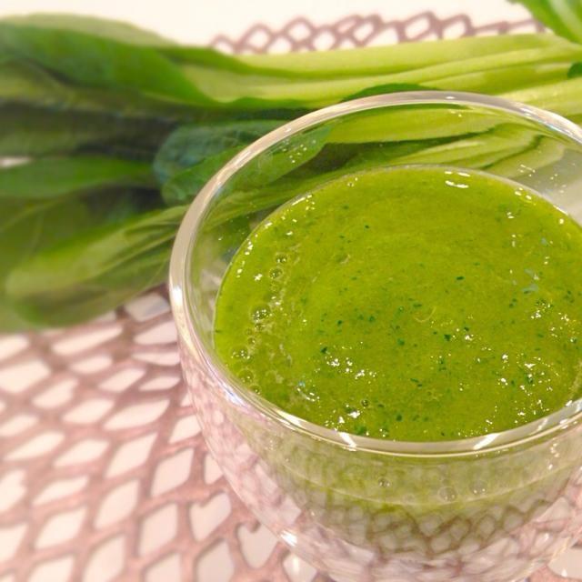 デトックス六日目〜 小松菜はほうれん草に比べるとクセがなくて飲みやすいです デトックスの効果は分からないけど、毎日の食物繊維とビタミン摂取量がだいぶ増えて、体が喜んでるのは感じます - 31件のもぐもぐ - 小松菜とマンゴーのグリーンスムージー by yukis69