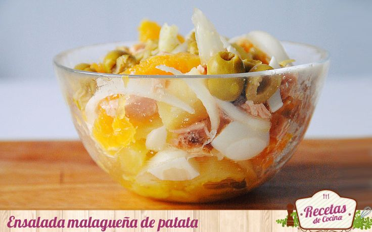 Ensalada malagueña de patatas -  A medida que se acerca el verano las ensaladas van cobrando un mayor protagonismo en mi menú. Esta de patata, naranja y bacalao o atún es es una ensalada típica malagueña. Un plato enérgico pero refrescante al mismo tiempo; todo un manjar si se sirve bien fría. He sustituido esta vez en bacala... - http://www.lasrecetascocina.com/2014/03/21/ensalada-malaguena-de-patatas/