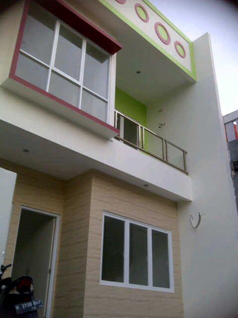 Dijual Rumah Menceng PALAPA sdh renovasi : Lantai dasar : ruang tamu +1 kamar tidur utama, kamar mandi + dapur Lantai 2 terdiri hampir sama sama lantai dasar..tapi ada 2 kamar tidur +kamar mndi Lantai 3 plong utk jemur  instalasi yg tersedia saluran air panas..saluran kbel parabola dari lantai dasar ampe 3 uk 6x12.5M Open for 1,1 m Call : Shanti pin : 27A8CA0A /0818746169 #property4sale