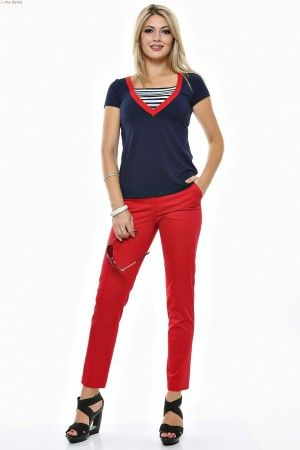 "Tinuta bluza cu decolteu "" V "", rama rosie si pantalon conic de vara cu betelie."