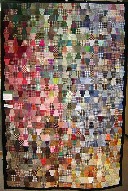 charm quilt 810 different check fabrics in Tumbler pattern