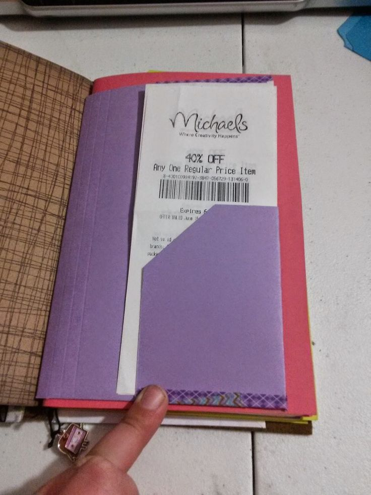 Making your own pocket folder in the size of your bullet journal.