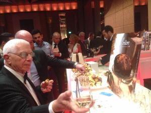 A Melbourne il Panettone Loison trionfa all'Italian Gala Dinner. Oltre 600 invitati di spicco, tra cui l'ambasciatore Pier Francesco Zazo, hanno presenziato alla serata per celebrare l'autentico Gusto Italiano sabato 20 giugno, presso il Palladium Room del Crown Towers. Maggiori Informazioni: http://press.loison.com/galleria/63/931/