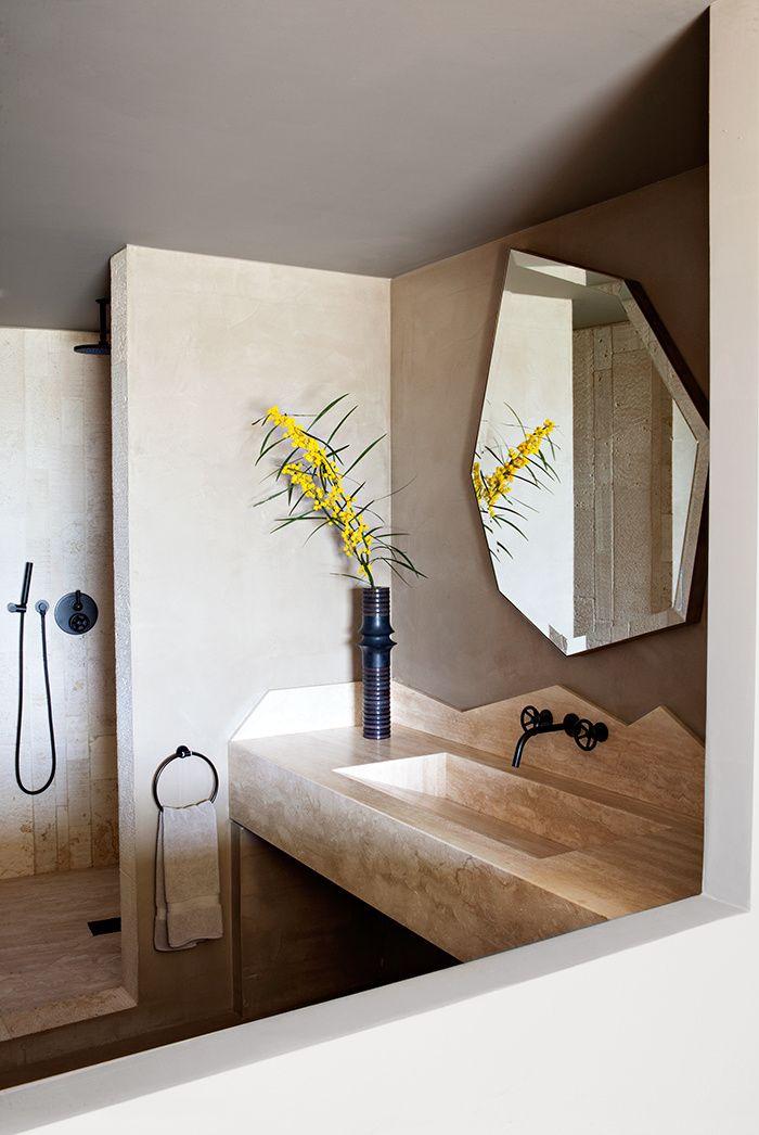 Une maison en Corse décorée par Jean-Louis Deniot : la salle de bains © Julien Oppenheim