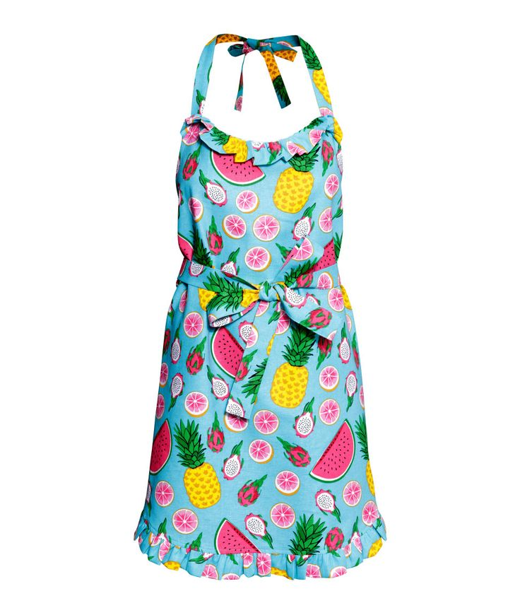 Do you know a mom who makes the most delicious home-cooked meals? Gift her this colorful tropical apron for Mother's Day! | H&M Gifts