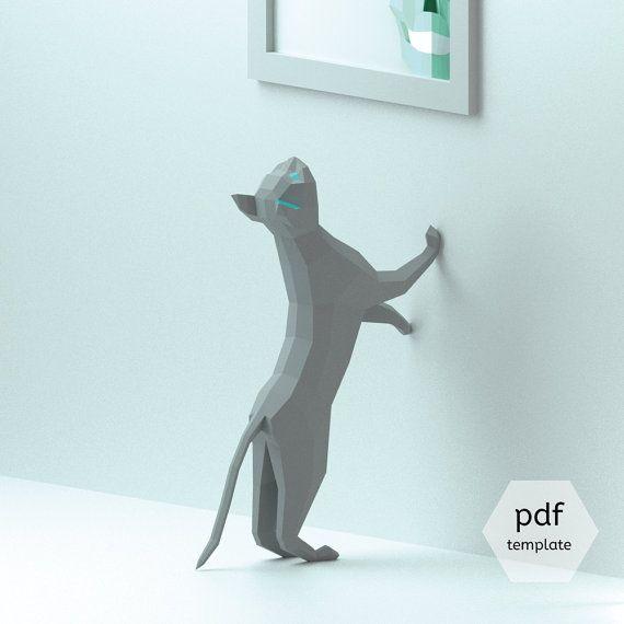3D Chat Papercraft, modèle de PDF 3D, Papercraft animaux, Low Poly BRICOLAGE, BRICOLAGE papier 3D Art, bricolage papier Statue, Papercrafting (parfait sur un bureau!)  **************************************** Gus est un chat vif, malicieux obsédé par le vol des insectes. Il a juste vu un là-haut et tente de l'atteindre...  Il est aussi un chaton intelligent qui aime les livres et l'art. Il sera heureux sous une étagère, une peinture ou une affiche.  Il semble drôle quand il essaie d'aller…