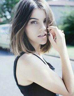 bob straight hair brown middle parting - Google zoeken