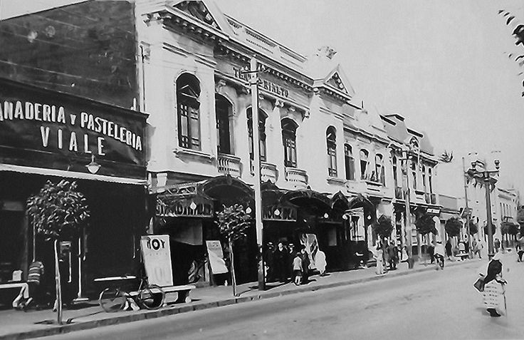 https://flic.kr/p/9BQ1Aj | El Teatro Rialto de Viña del mar, en la calle  Valparaiso en sus años de gloria |  El cine Rialto, terremoteado y venido a menos, era igual un lugar ideal para pololear en la matiné y la Panadería Viale, de la familia Ayarza.-   xxx