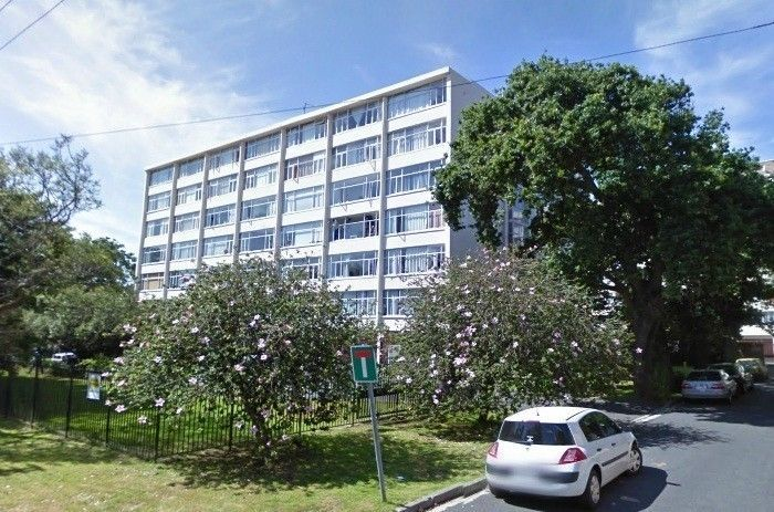 Bachelor Flat to Rent in Chester House, Chester Road, Rondebosch.Close to shops, UCT and transport.Please phone 021 685 2212 to arrange a viewing