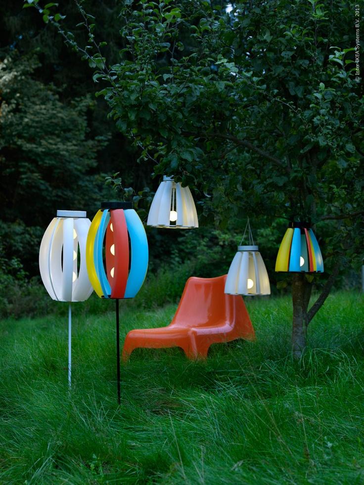 IKEA PS VÅGÖ i gräset med SOLVINDEN lampor