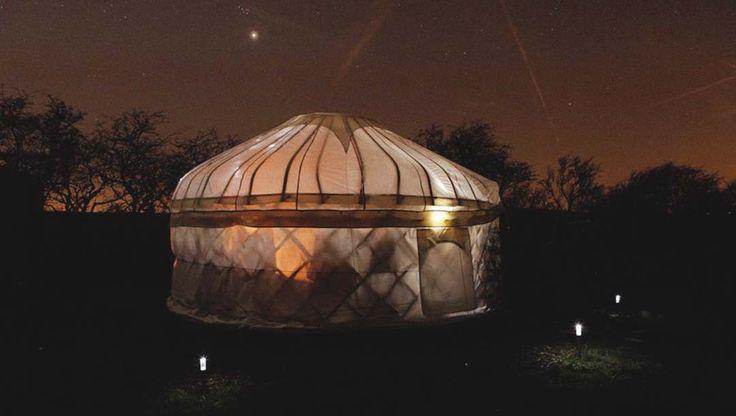 Luna de miel para los nuevos nómadas en una yurta en el Parque Nacional de los Picos en Inglaterra   Inspiración viajes de novios para gente diferente Un anillo para Eva #BodaHippie #NaturalWedding http://unanilloparaeva.com/2015/08/31/luna-de-miel-original/