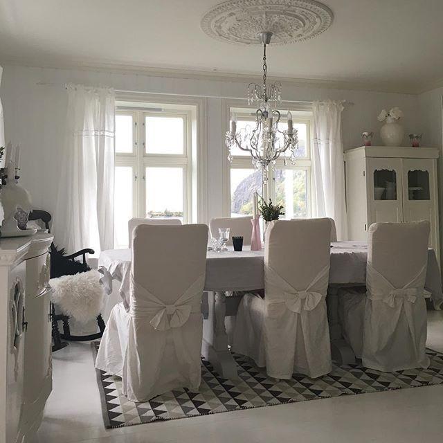 Buon pomeriggio…    Siamo in Norvegia a casa di Anja, una dolce giovane mamma, perfetto stile nordico con accenti shabby chic …una...