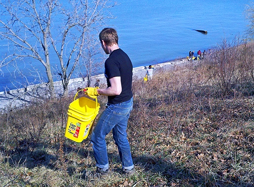 Students from Boston University performed a variety of tasks during their alternative spring break including coastal shoreline cleanup at Lakefront Lodge.