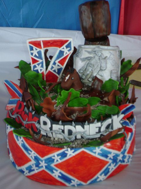 punk redneck cake 016 by lakecountyflcakes, via Flickr the barbed wire is awesome!