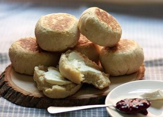 simple homemade english muffins.: Sweet, Nooks And Cranni, Englishmuffin, Simple Homemade, Eating, Yuuuummmmm English, Homemade English Muffins