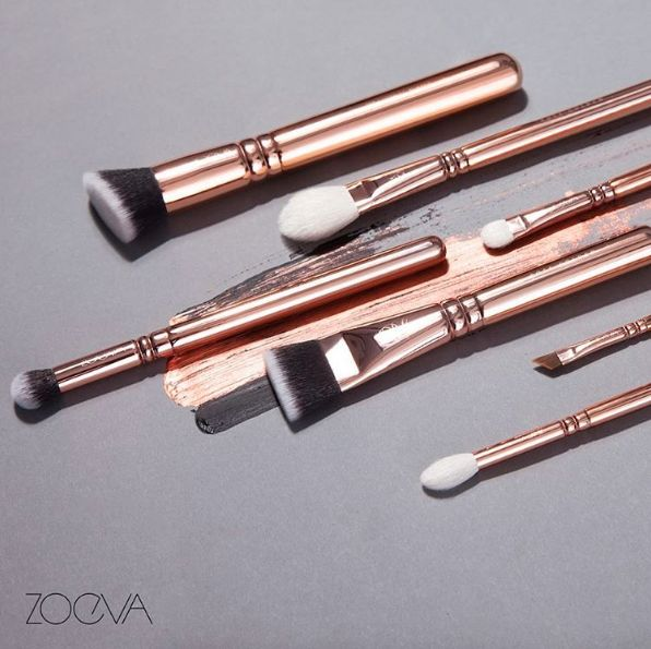 These perfect makeup brushes. | 23 Things You Need If You Just Fucking Love Rose Gold