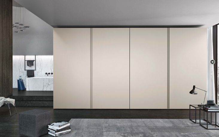 The Icona Wardrobe is available in lacquered matte, gloss or melamine for the door with total height and aluminium handle in the same finish