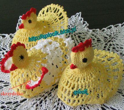 kokoszka w towarzystwie innych kurek/ crochet hen