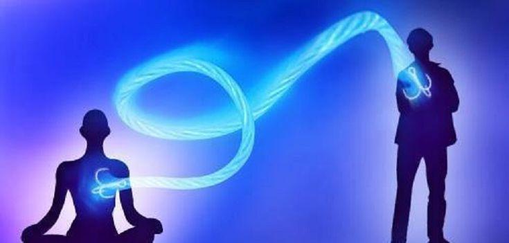 Los lazos energéticos son una especie de hilos o pequeños tubos de energía que se crean entre las personas y por los cuales se manda información o energía.