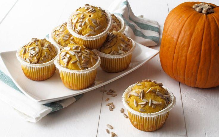 Muffin alla zucca con cuore di gorgonzola: un antipasto facile e saporito per una cena tra amici. Prova la ricetta vegetariana di Cucchiaio!