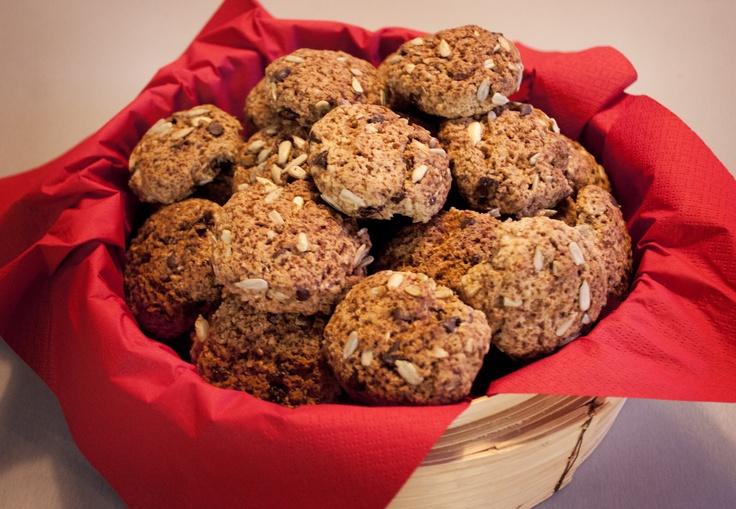 Biscotti di (poco) cacao, con semi di girasole e gocce di cioccolato fondente;