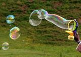 Bubbles That Don't Pop Unbreakable Bubble Recipe 3 cups water 1 cup liquid dishwashing detergent (Joy is a good choice) 1/2 cup white corn syrup
