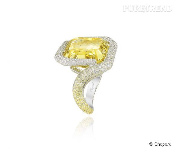 "Chopard    Bague ""Red Carpet Collection"" en or blanc sertie de diamants jaunes et d'un diamant jaune taille radiant.   Prix sur demande."