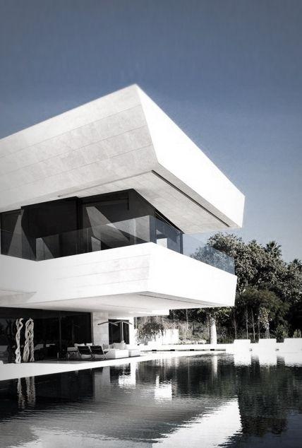 Amazing bauhaus styled white home home decor for Swimmingpool bauhaus