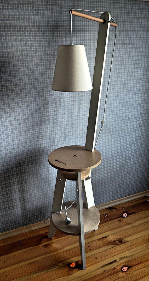 Stehleuchte. Material-Multiplex 18 mm. 24 mm. Veredelung-Acryl-Farbe, klarer Acryllack, Wachs. Leistung 60 Watt Lampen. Gewicht: 7,2 kg.