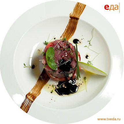 Тартар из тунца со свежей клубникой