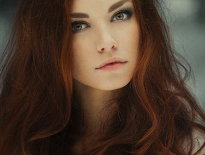 les 25 meilleures id es concernant cheveux rouge acajou sur pinterest coloration pour cheveux. Black Bedroom Furniture Sets. Home Design Ideas