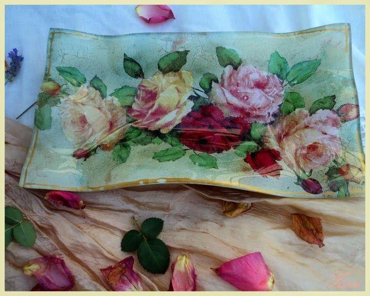El Rinconcito de Zivi: Plato de cristal decorado con decoupage  con rosas...