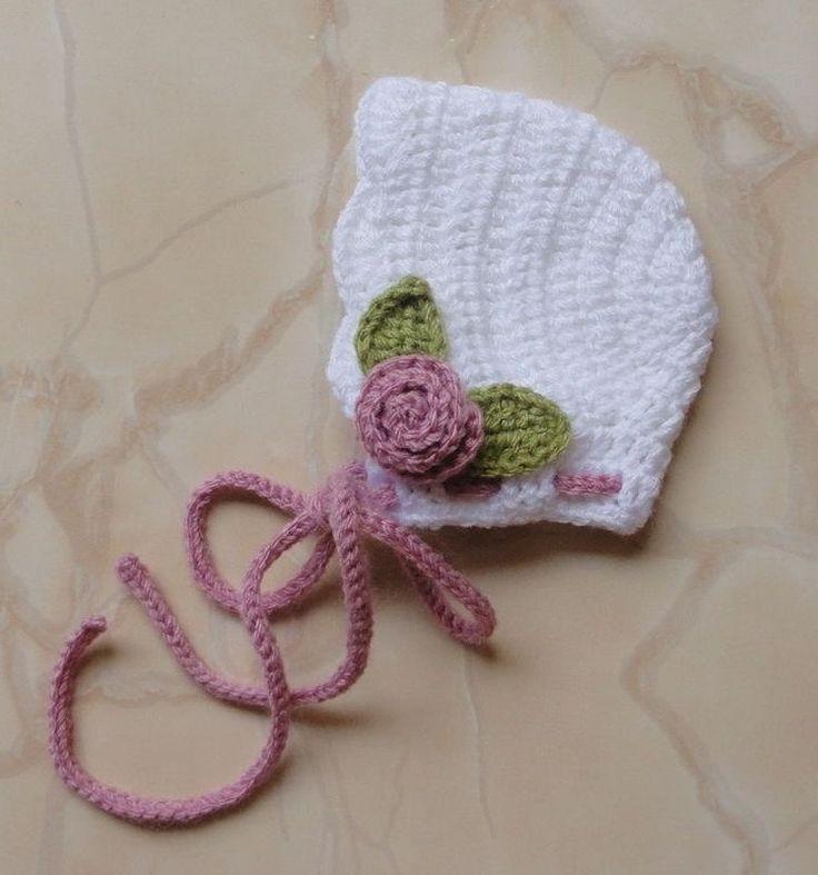 """Touca """"RETRÔ"""", estilo bonnet, com aplicação de flores e folhas em crochê - Fotos em estúdio com recém-nascidos (Newborn)"""