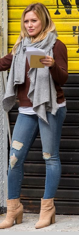 Who made  Hillary Duff�s blue ripped skinny jeans and tan ankle boots