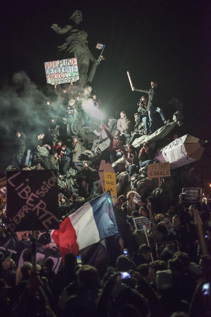 """""""Charlie Hebdo"""" : """"Le crayon guidant le peuple"""", décryptage d'une photo culte - L'Obs"""