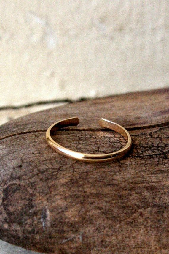 Hey, I found this really awesome Etsy listing at https://www.etsy.com/listing/95071484/14k-gold-fill-toe-ring-half-round-15mm