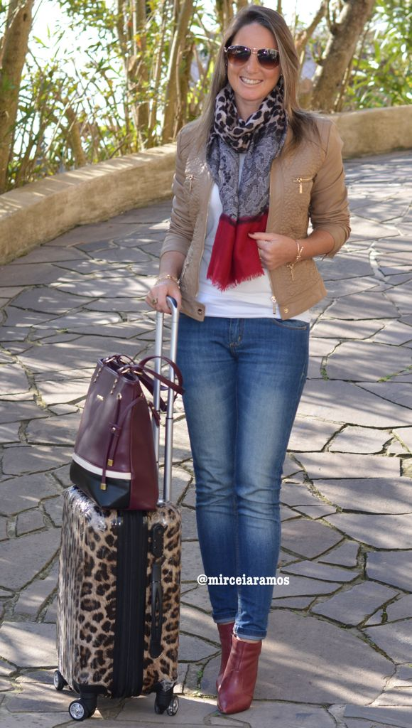 Look de trabalho - look do dia - look corporativo - moda no trabalho - work outfit - office outfit - winter outfit - fall outfit - frio - look de inverno - inverno - jeans skinny - jaqueta de couro - leather jacket - marsala - boot - Ankle boot - look aeroporto - AirPort style - look pra voar