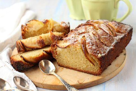 2 heerlijke recepten uit SOS Piet voor appelcake met en zonder eieren: een eenvoudige vier vierde cake met appels en Piet's appelcake met verse gist maar zonder eieren.