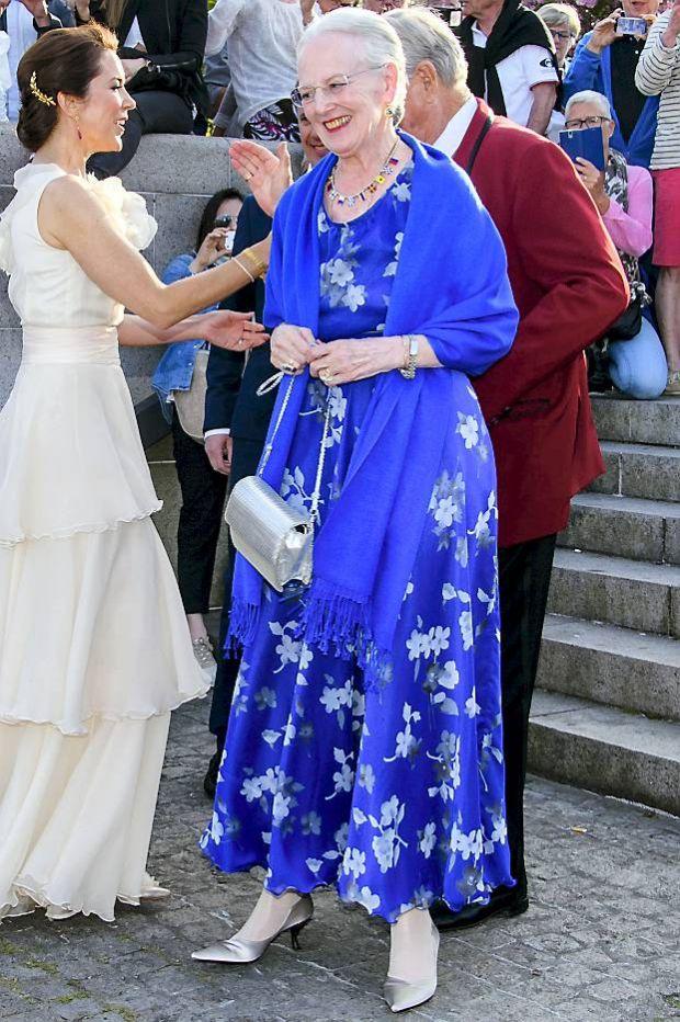 af90e07aa64 SE BILLEDERNE: Dronning Margrethes smukke 2016-garderobe   BILLED-BLADET