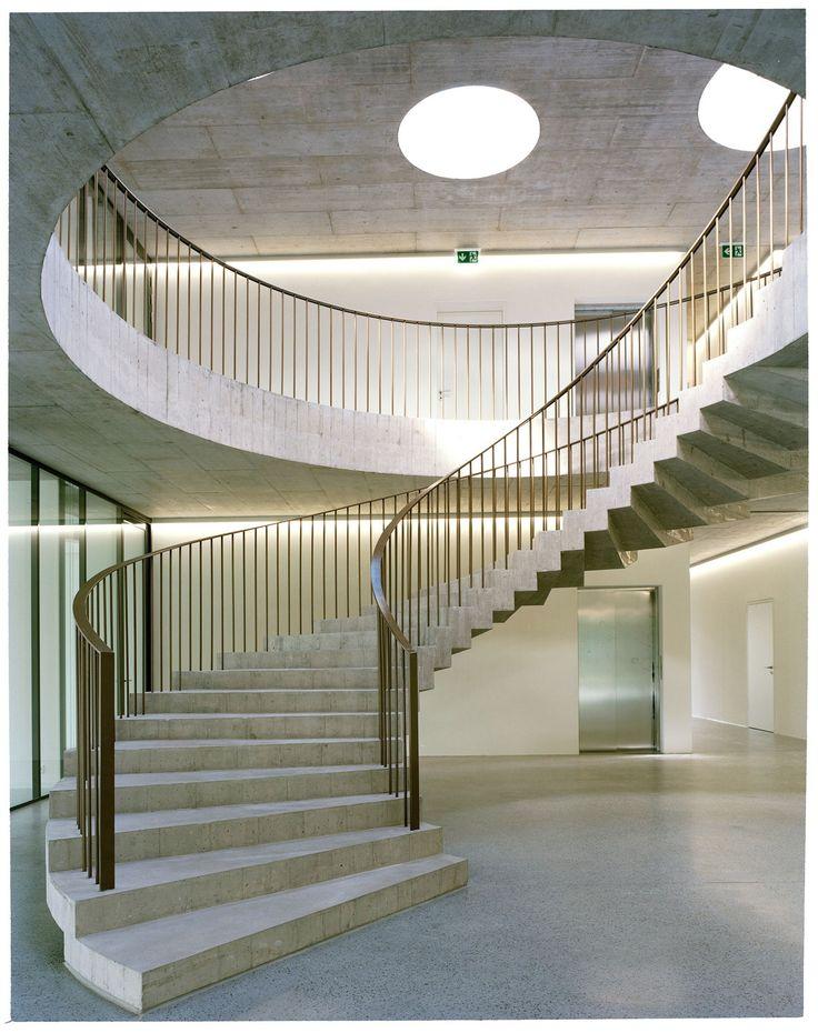 Elegante Rotunde – Verbandszentrale in Mies bei Genf von Localarchitecture – Markus