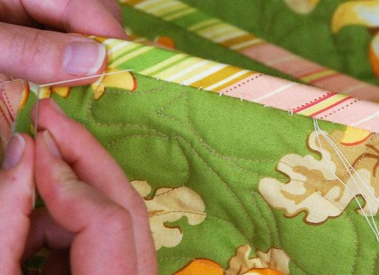 quilt binding tips: Hands Binding, Hands Sewing, Heather Mulder, Hands Quilts, Quilts Binding, Sewing Ideas, Binding Quilts, Quilts Ideas, Binding Tutorials